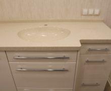 Мебель в ванную со встроенной стиральной машинкой и интегрированной раковиной