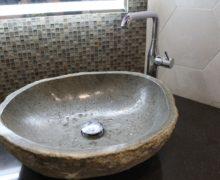 Мебель в ванную с каменной раковиной